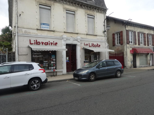 Librairie La Litote - facade of the bookshop in Vic-en-Bigorre where Ruth Hartley hosted her September 2019 book launch of three books that took a lifetime to write